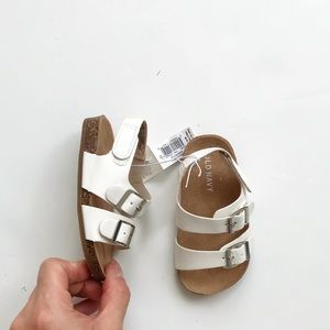 Old navy NWT white buckle sandals  size 12-18m (4)